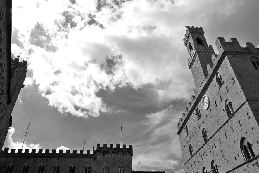 Piazza_dei_Priori_Volterra